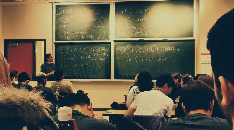 Chystajú sa zmeny pre ľudí bez základného vzdelania, údaje o priebehu dištančnej výučby stále nemáme